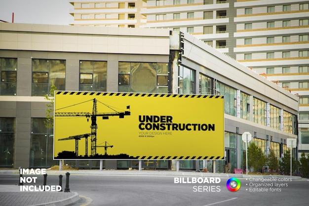 Duża makieta billboardu miejskiego na zewnątrz