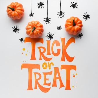 Dzień halloween z wiadomością cukierek albo psikus