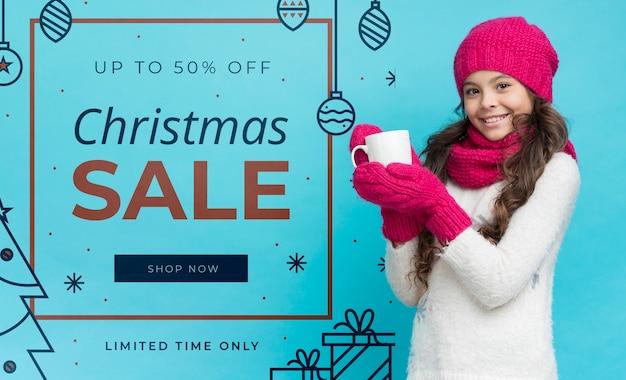 Dziewczyna prezentująca zimowe promocje
