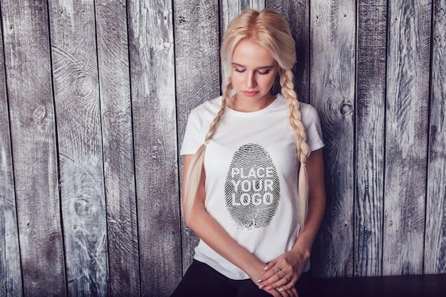Dziewczyna t-shirt mock-up