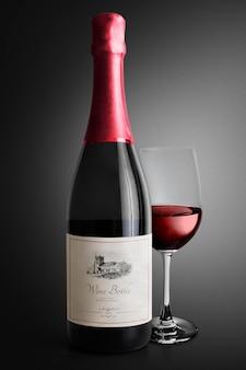 Edytowalna reklama na etykiecie butelki wina