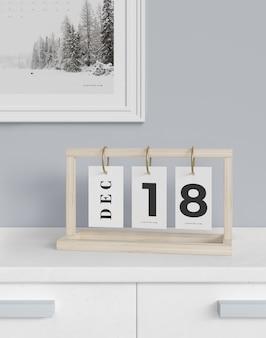 Elastyczny kalendarz z datą na makiecie szafki