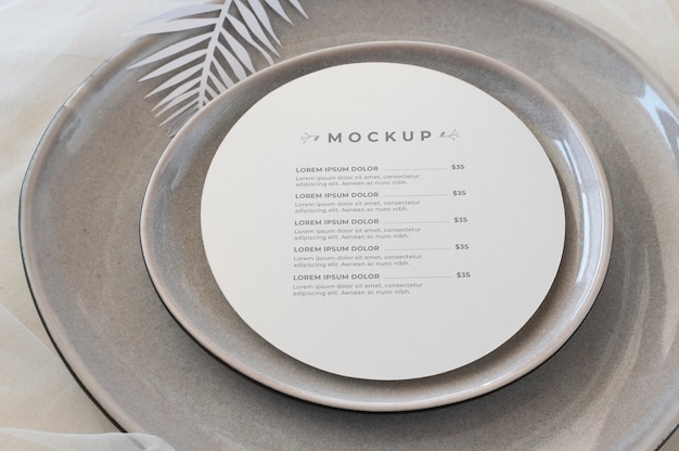 Elegancka aranżacja zastawy stołowej z okrągłą makietą