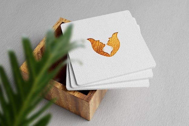 Elegancka i minimalistyczna luksusowa makieta logo na wizytówce