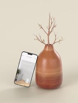 Elegancka kompozycja z makietą smartfona i wazonem