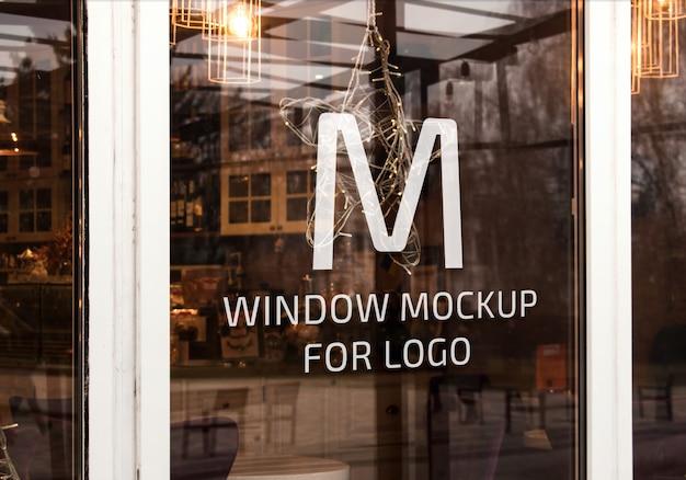 Elegancka makieta okna na logo
