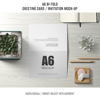 Elegancki a6 bi-fold szablon karty z pozdrowieniami