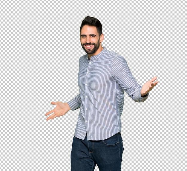 Elegancki mężczyzna z koszuli dumny i zadowolony z siebie w koncepcji miłości siebie