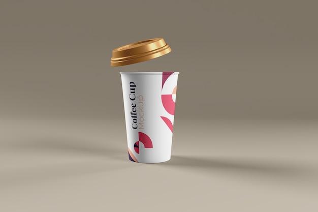 Filiżanka kawy realistyczna makieta na białym tle