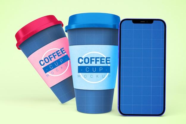 Filiżanki do kawy i inteligentny telefon
