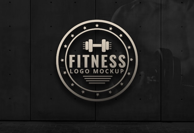 Fitness logo makieta siłownia dark background wall mockup