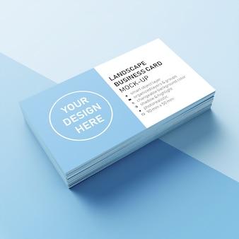 Gotowy do użycia realistyczny stos o wymiarach 90x50 mm wizytówka z ostrym narożnym makietą szablon projektu z przodu perspektywiczny widok
