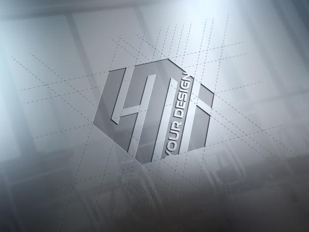 Grawerowane logo na metalowej płycie makieta