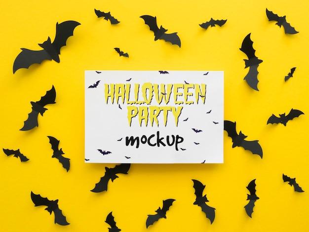 Halloweenowa makieta z papierowymi nietoperzami