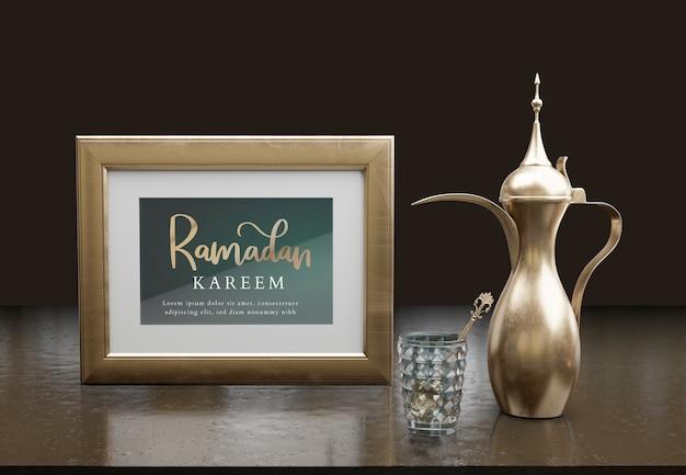 Islamska noworoczna aranżacja z czajnikiem i ramą