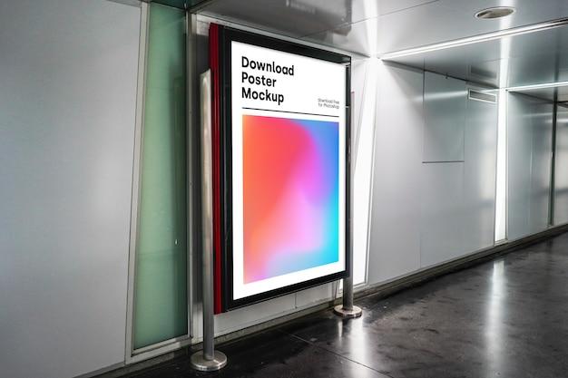 Jasna makieta billboardu w podziemiu