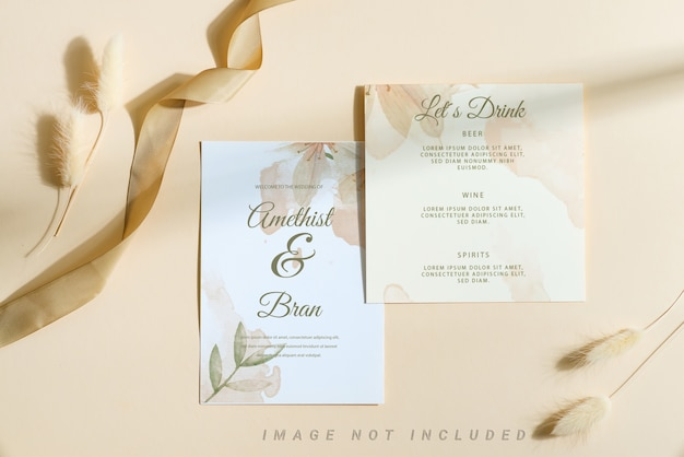 Karta makieta zaproszenia ślubne z suchym kwiatem