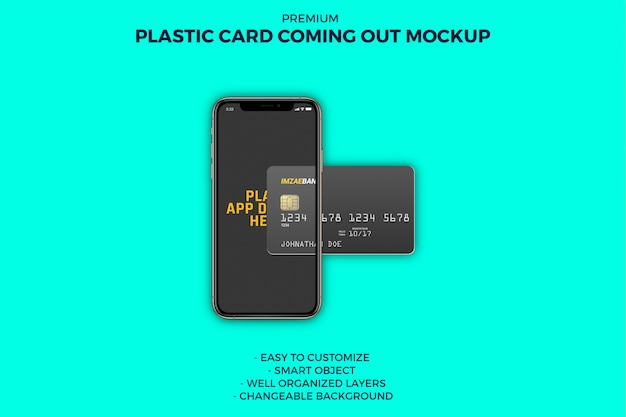 Karta plastikowa wychodząca z makiety smartfona