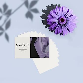 Karta z kwiatkiem i cieniem