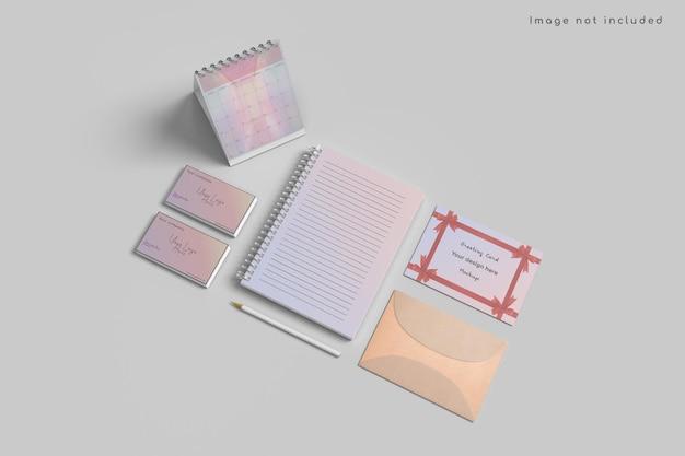 Kartka z życzeniami i makieta kalendarza na wysokim kącie widzenia