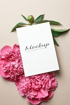 Kartka z życzeniami stacjonarna makieta z różowymi kwiatami piwonii