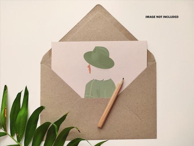 Kartkę z pozdrowieniami z makieta koperty