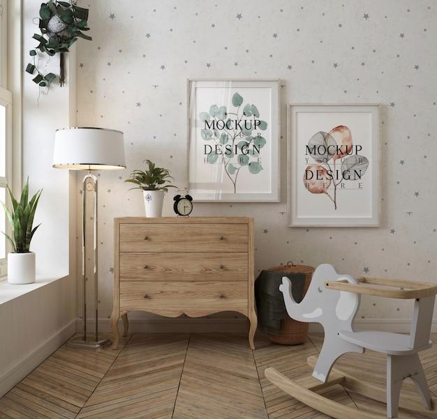 Klasyczna sypialnia niemowlaka z ramką na zdjęcie