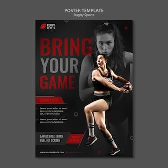 Kobieta grająca w szablon plakatu rugby