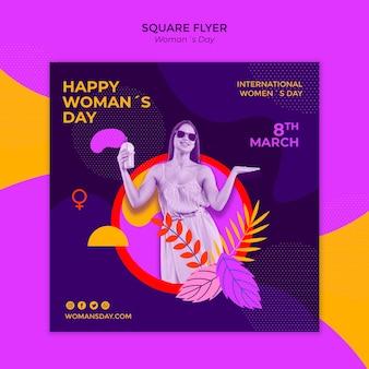 Kobieta w letniej sukience dzień kobiet kwadratowych ulotki