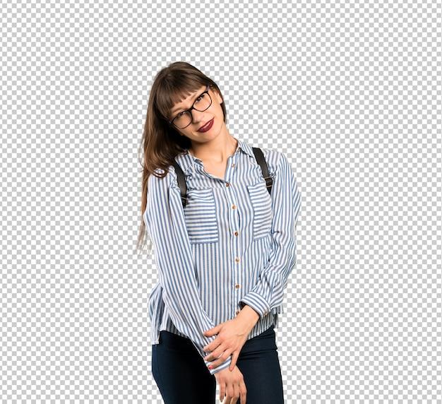 Kobieta z szkłami z szkłami i ono uśmiecha się