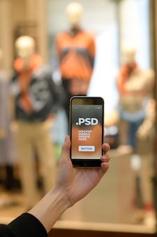 Kobiety Ręka Trzyma Nowożytnego Smartphone Premium Psd