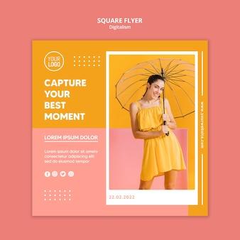 Kolorowy kwadratowy szablon ulotki ze zdjęciem kobiety