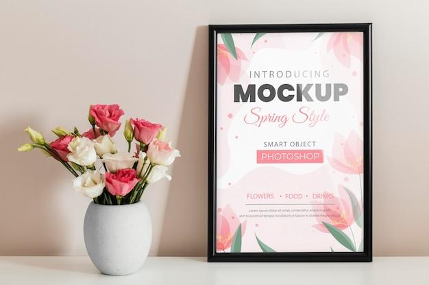 Kompozycja kwiatowa z makietą ramki