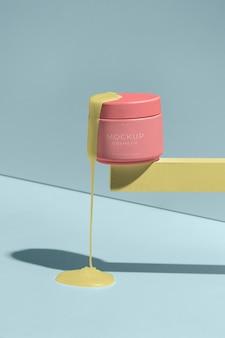 Kompozycja makiety kosmetyku z roztapiającymi się elementami