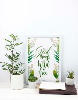 Kompozycja roślin obok makiety klatki