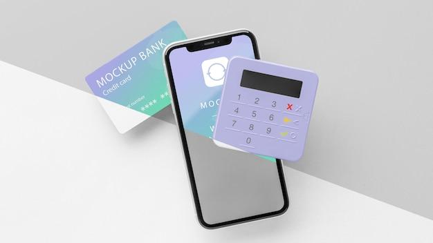 Kompozycja z makietą inteligentnej aplikacji płatniczej