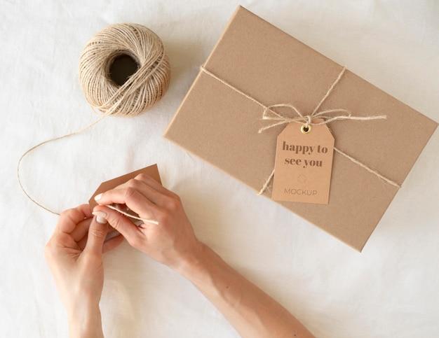 Kompozycja z makietą tagu pudełka rzemieślniczego