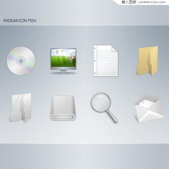 Komputer ikona w minimalnej tle