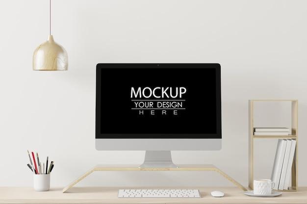 Komputer na stole w makiecie obszaru roboczego