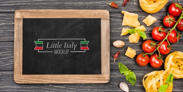 Koncepcja kuchni włoskiej z pomidorami