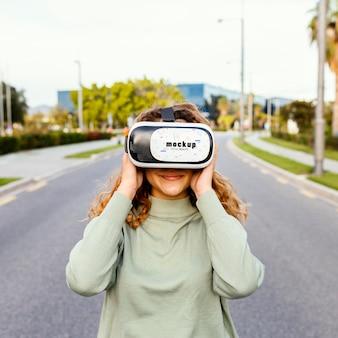 Koncepcja technologii z makietą okularów vr