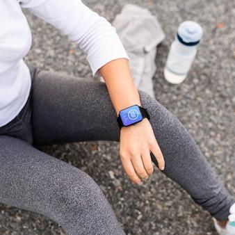 Koncepcja technologii z makietą smartwatcha