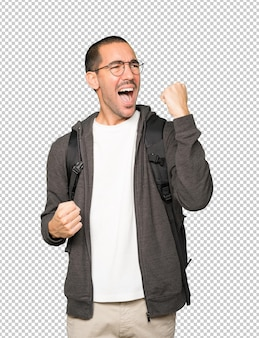 Konkurencyjny student wykonujący gest świętowania