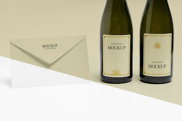 Koperta noworoczna i makieta butelek szampana