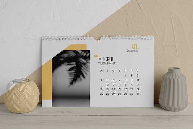 Kreatywna kompozycja makiety kalendarza