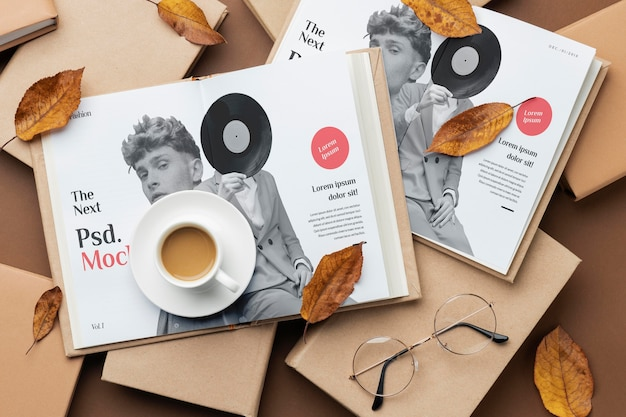 Książki z widokiem powyżej i układ filiżanek kawy