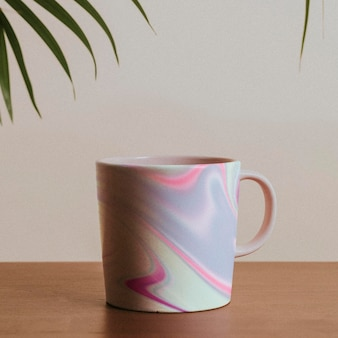 Kubek z pastelowym płynnym wzorem