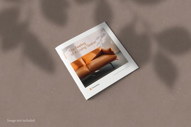 Kwadratowa broszura katalog makieta z nakładką cienia