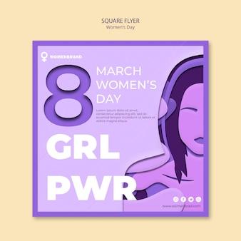 Kwadratowa ulotka dzień kobiet i dziewczyna w fioletowych kolorach