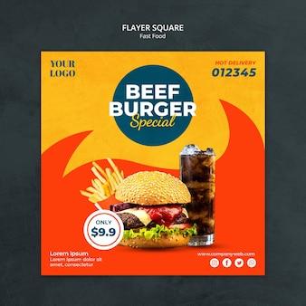 Kwadratowa ulotka szablonu reklamy fast food